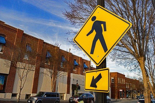 Petit tour du monde des panneaux routiers