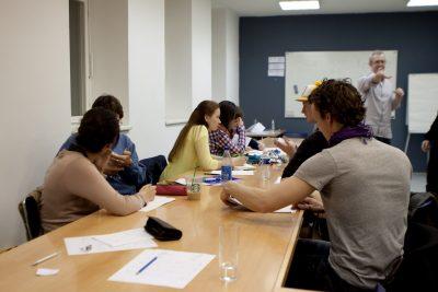 cours collectif de français à la maison des langues jakinola de bayonne