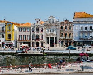 Découvrir les rues du Portugal grâce au cours de portugais de la maison des langues à jakinola à Bayonne